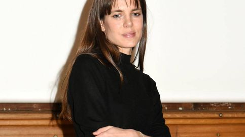 Carlota Casiraghi ha vuelto con un look working básico que es superfácil de copiar
