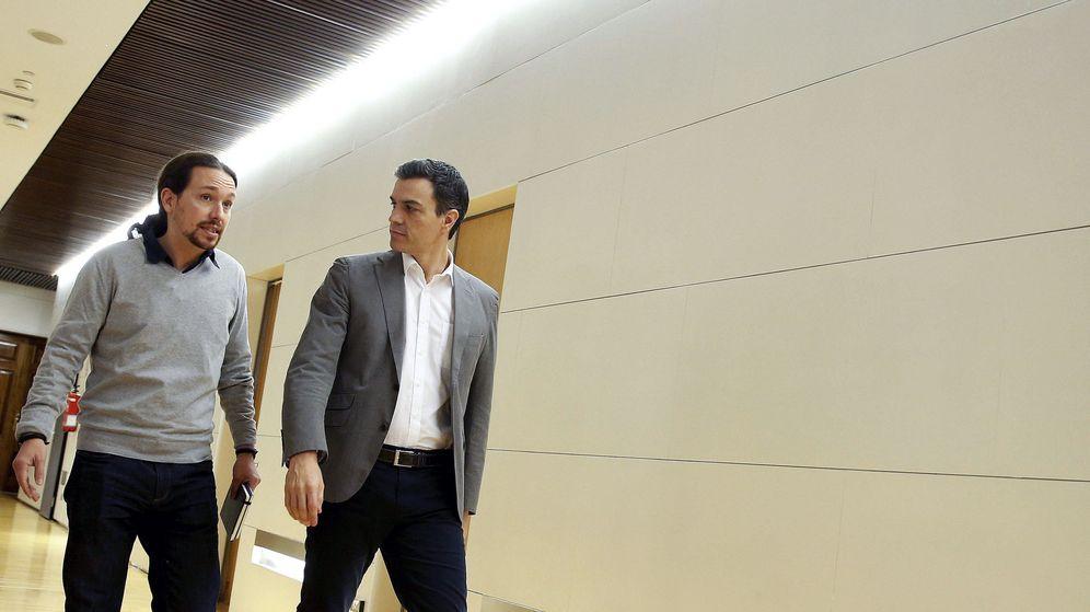 Foto: Pedro Sánchez y Pablo Iglesias, en el Congreso de los Diputados este viernes. (EFE)