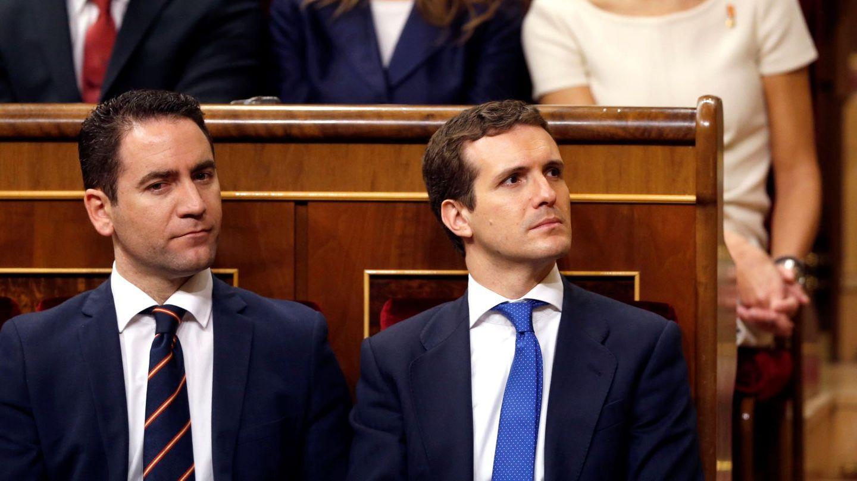 El presidente del PP, Pablo Casado, junto a su número dos, Teodoro García. (EFE)