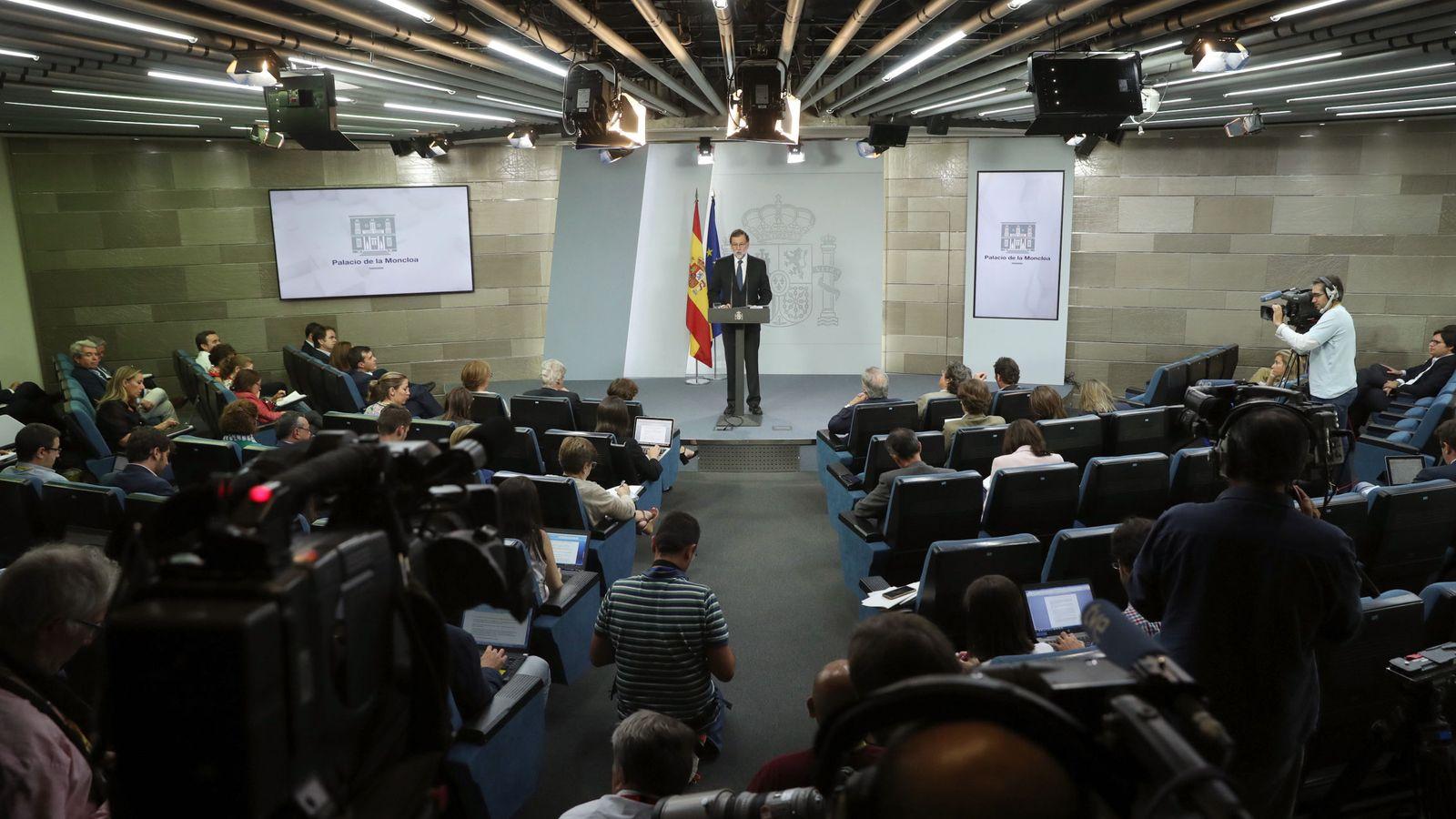 Foto: El presidente del Gobierno, Mariano Rajoy, durante la declaración institucional ante la prensa. (EFE)
