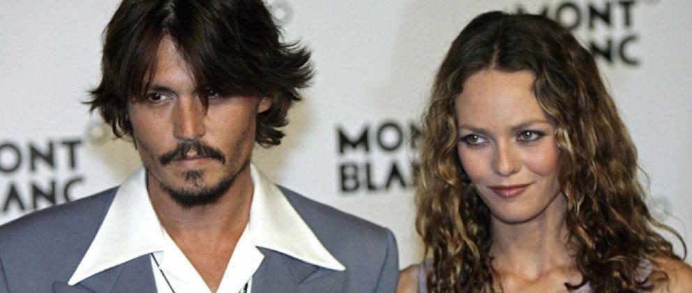 Foto: Johnny Depp le pinta un retrato a Vanessa Paradis