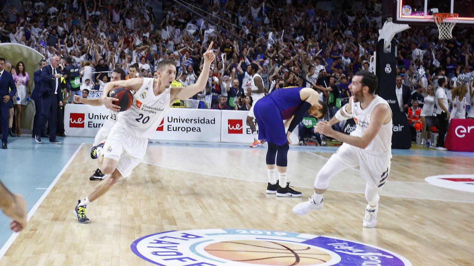 Foto: Carroll celebra la victoria del Real Madrid ante  Barcelona en el segundo partido de la final de la ACB. (ACB Photo / E. Cobos)