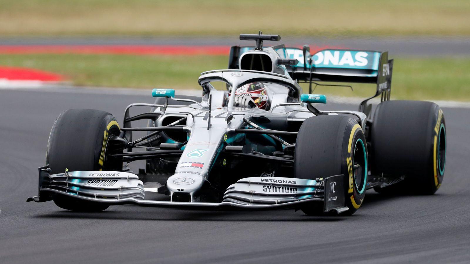 Foto: Lewis Hamilton al volante de su Mercedes en Silverstone. (Reuters)