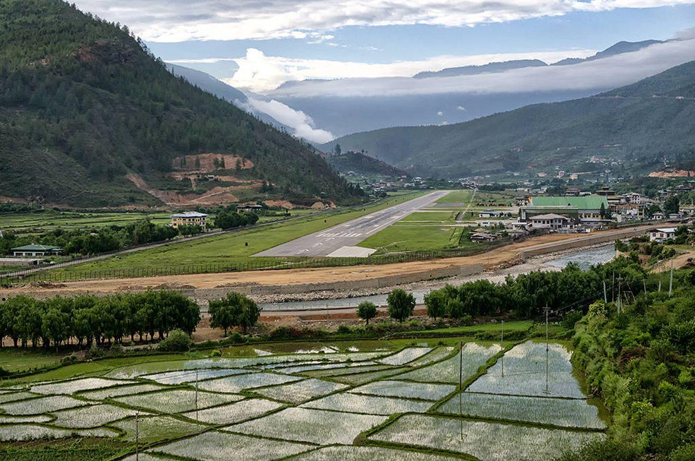Resultado de imagen para Aeropuerto de Paro, Bután.