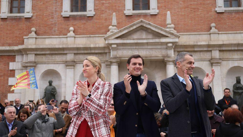 Foto: María Muñoz, Albert Rivera y Toni Cantó, en Valencia. (CS)