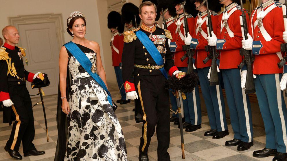La tiara que ha eclipsado el duelo de gala de Mary de Dinamarca y Brigitte Macron