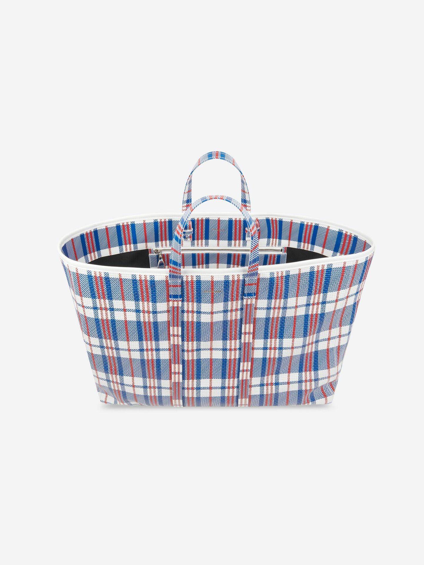 La bolsa de la compra de Balenciaga. (Cortesía)