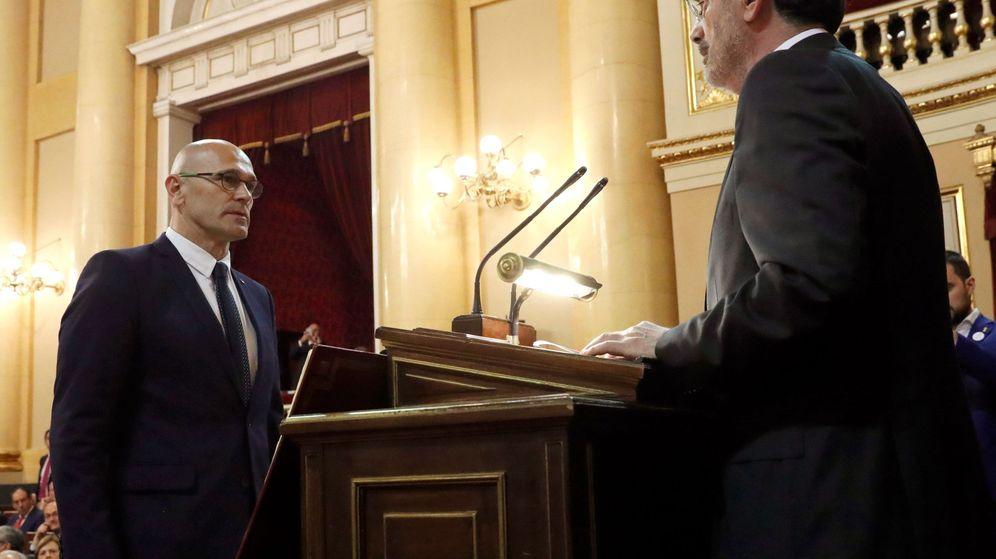 Foto: Raül Romeva, jurando en el Senado. (EFE)