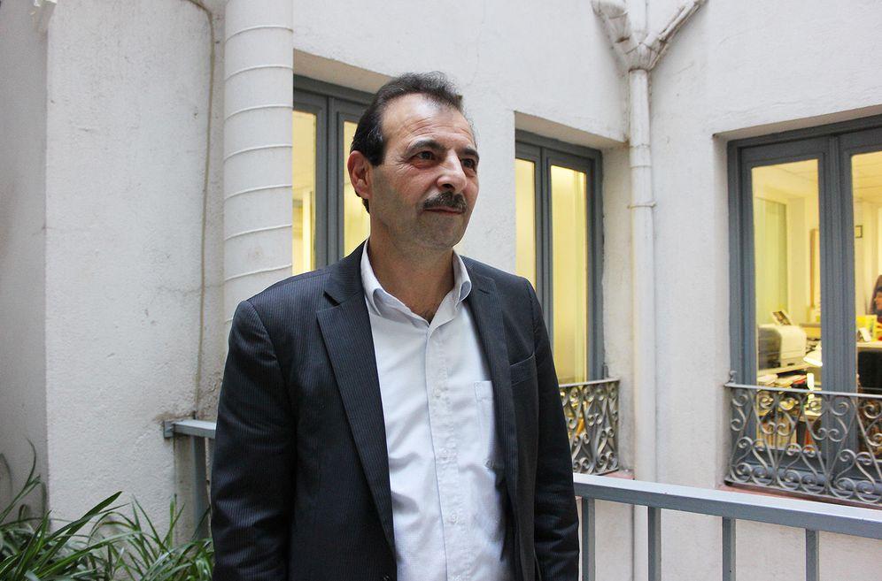 Foto: El abogado de derechos humanos Anwar al Bunni durante la entrevista. (Foto: D. Iriarte)