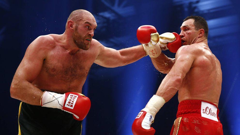 El ataque con un brazo a la espalda del Rey Gitano al campeón Anthony Joshua