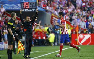 Diego Costa no aguantó y fue sustituido a los nueve minutos