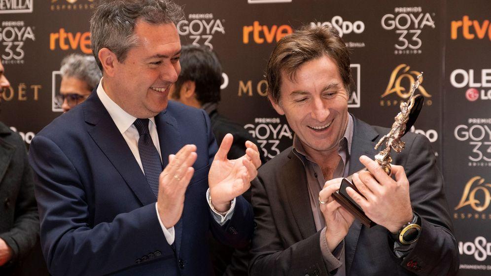 Foto: El alcalde de Sevilla, Juan Espadas, junto al actor nominado, Antonio de la Torre. (EFE)