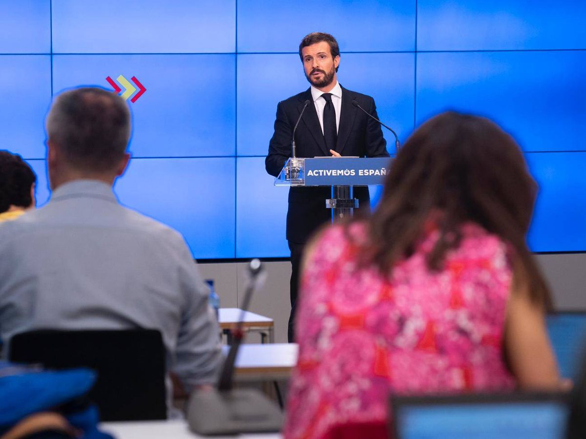 Foto: El presidente del PP, Pablo Casado, este lunes durante la rueda de prensa. (David Mudarra)