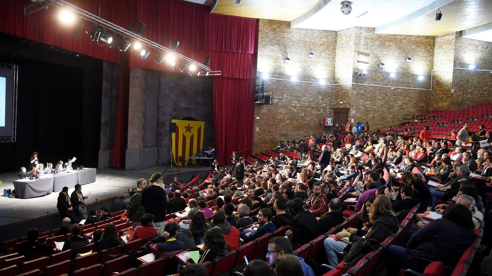 Foto: El consejo político de la CUP, durante su reunión en Cervera (Lleida), para decidir si facilita la investidura del candidato de JxCAT, Quim Torra. (EFE)