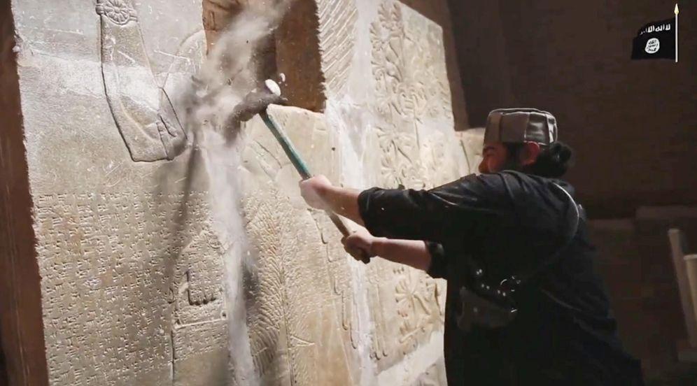 Foto: Destrucción de obra de arte en Nimrud a cargo de ISIS