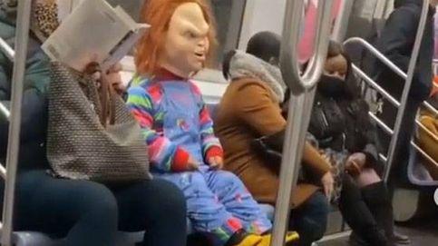 Chucky ataca en el metro de Nueva York a quien no lleve mascarilla