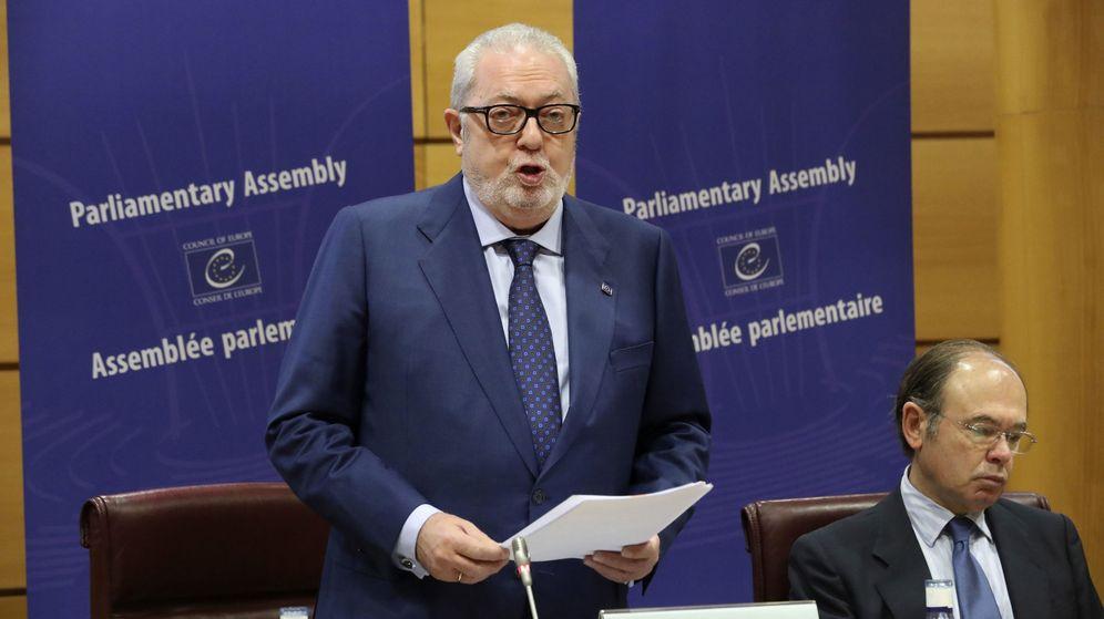 Foto: Pedro Agramunt dimitió como presidente de la Asamblea del Consejo de Europa por el informe de sus vínculos con Azerbaiyán. (EFE)