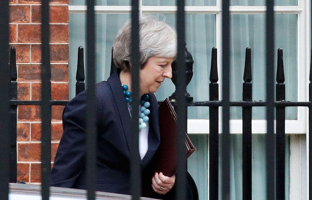 Foto: La primera ministra británica Theresa May abandona el Número 10 de Downing Street, en Londres. (Reuters)