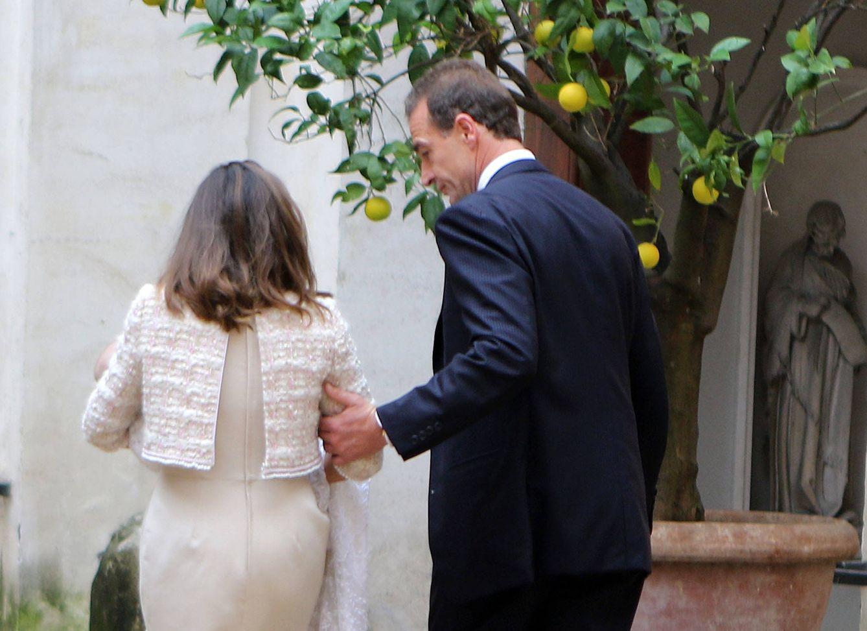 Foto: Alessandro Lequio y María Palacios durante el bautizo (Gtres)