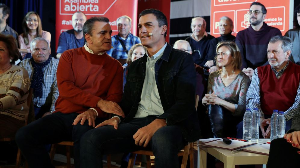 Foto: José Manuel Franco (a la izquierda), con Pedro Sánchez. (EFE)