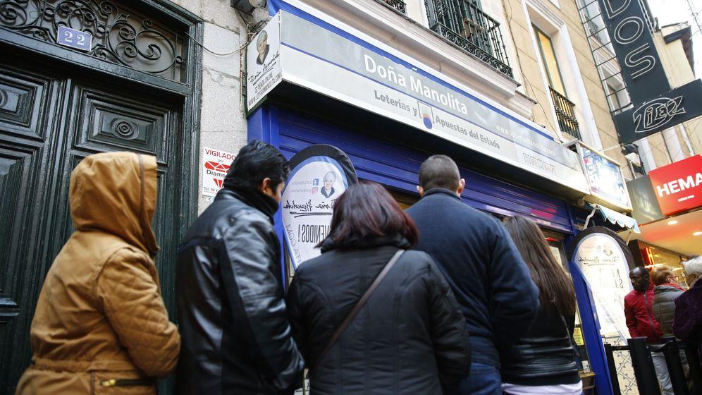 Foto: Cola en la administración de Doña Manolita | Foto: EFE