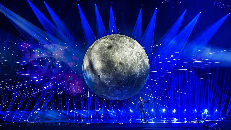 Blas Cantó, sobre el escenario de Eurovisión 2021 en Róterdam. (TVE)
