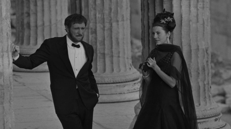 Soraya y el actor Richard Harris, en 1964. (Getty)