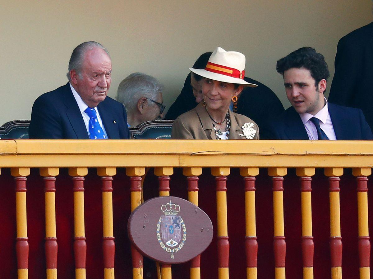 Foto: El Rey, con su hija y su nieto en una imagen de archivo. (Reuters)