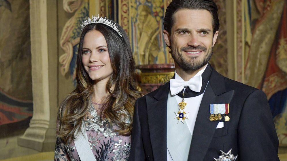 Foto: Los príncipes Carlos Felipe y Sofía durante la cena de gala. (Cordon Press)