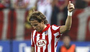 Forlán firma su ampliación de contrato con el Atlético hasta 2013