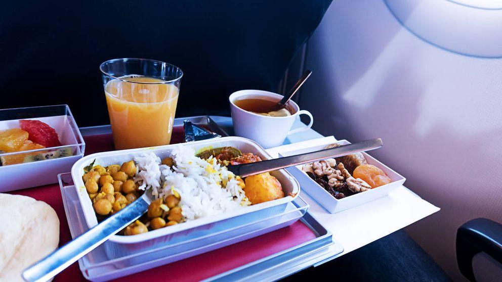 Comer cuando viajamos en avión no es tan sencillo como parece