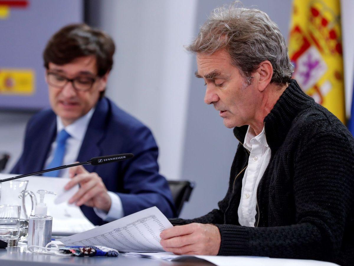 Foto: El director del CCAES, Fernando Simón (d) y el ministro de Sanidad, Salvador Illa, en una rueda de prensa. (EFE)