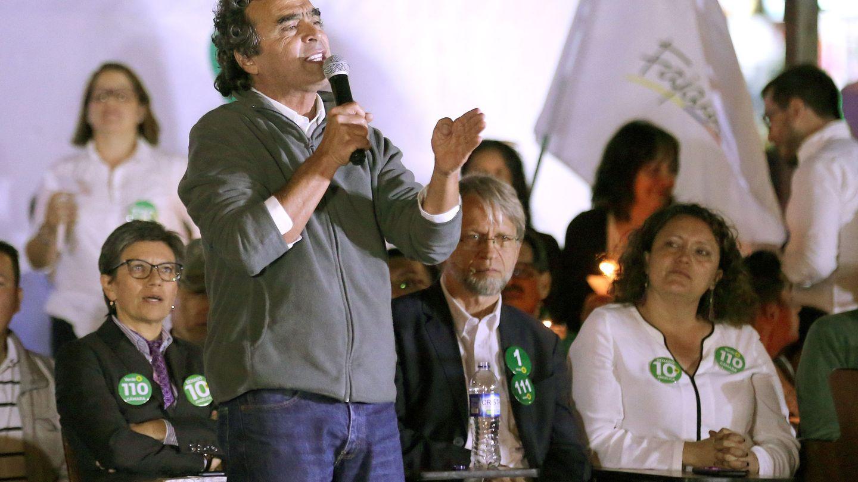 Sergio Fajardo, el otro candidato apoyado por el Polo Democrático, habla durante la presentación de los candidatos parlamentarios de su plataforma electoral en Bogotá. (EFE)
