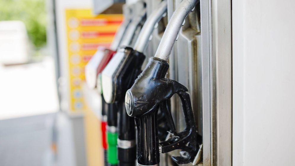Foto: ¿Cuánto costará llenar el depósito de gasolina en Semana Santa? (Freepik)