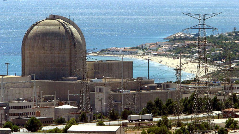 Foto: Fotografía de archivo (22/08/05) de la central nuclear de Vandellós II. (EFE)