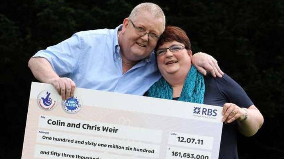 Foto: Colin Weird y su mujer, cuando ganaron el premio de 180 millones de euros en 2011 (Foto: National Lottery)