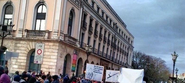 Foto: Marcha de los vecinos al Ayuntamiento (Foto cedida por Tatiana Brezmes)