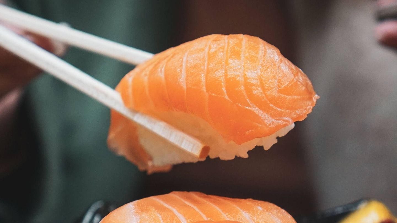 Adelgazar comiendo sushi. (Helga Christina para Unsplash)