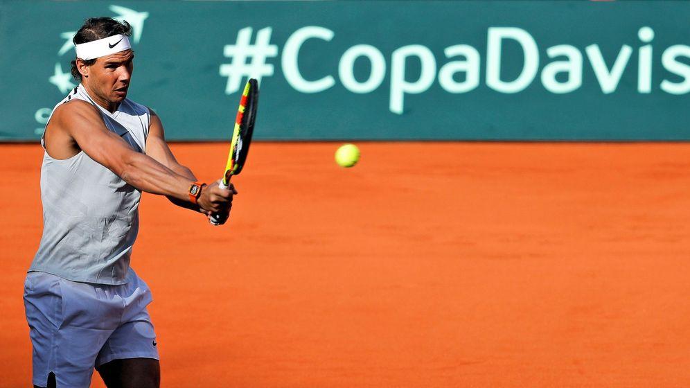 Foto: Imagen de Rafa Nadal entrenándose el pasado martes en la Plaza de Toros de Valencia. (EFE)