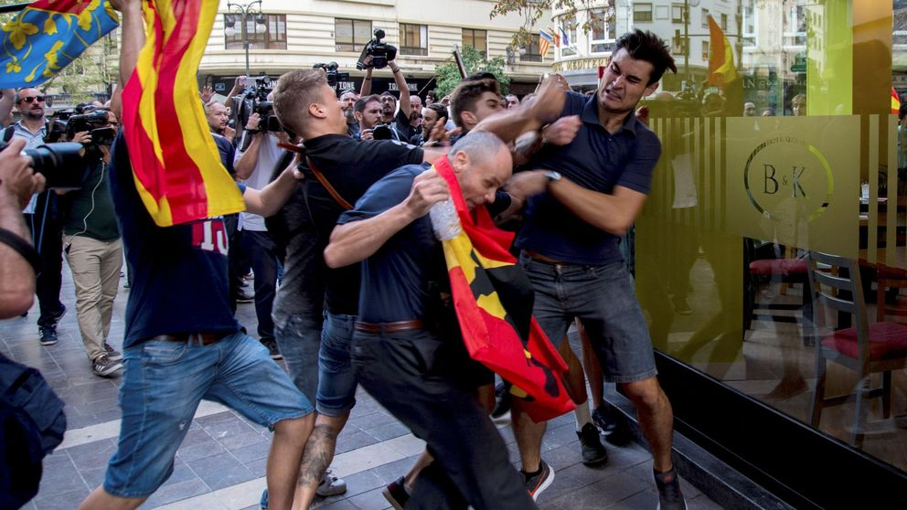 Máxima tensión en Valencia: grupos ultra revientan una manifestación catalanista