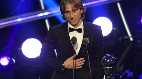 Modric recibe el premio 'The best'
