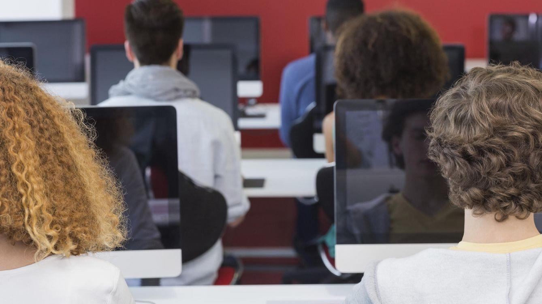 Foto: El debate está abierto: ¿libros de texto, ¿sí o no? (iStock)