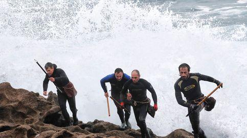 'Percebeiros' y mejilloneros extienden su conflicto por la costa gallega