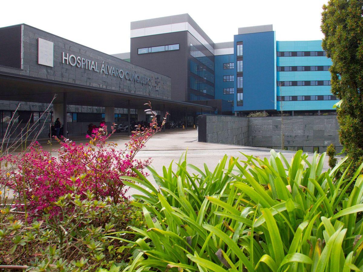 Foto: Vista general de la entrada del Hospital Álvaro Cunqueiro de Vigo. (EFE)