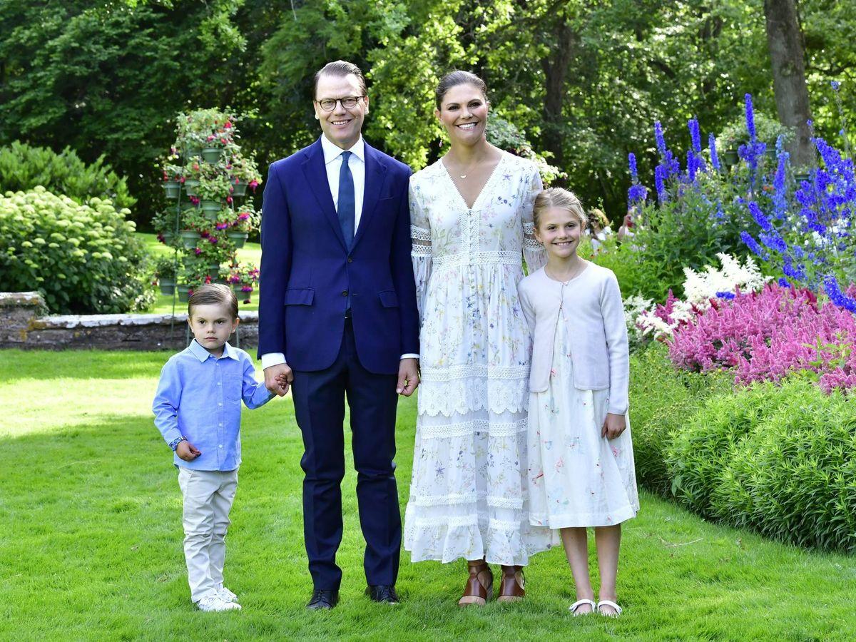 Foto: La princesa Victoria celebra su cumpleaños junto a su marido y sus hijos en el palacio de Solliden. (Cordon Press)