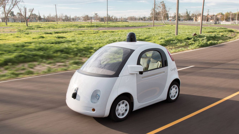 Foto: Imagen del coche autónomo de Google, que desde 2009 ha recorrido  casi 6 millones de km por carreteras públicas de 20 ciudades norteamericanas.