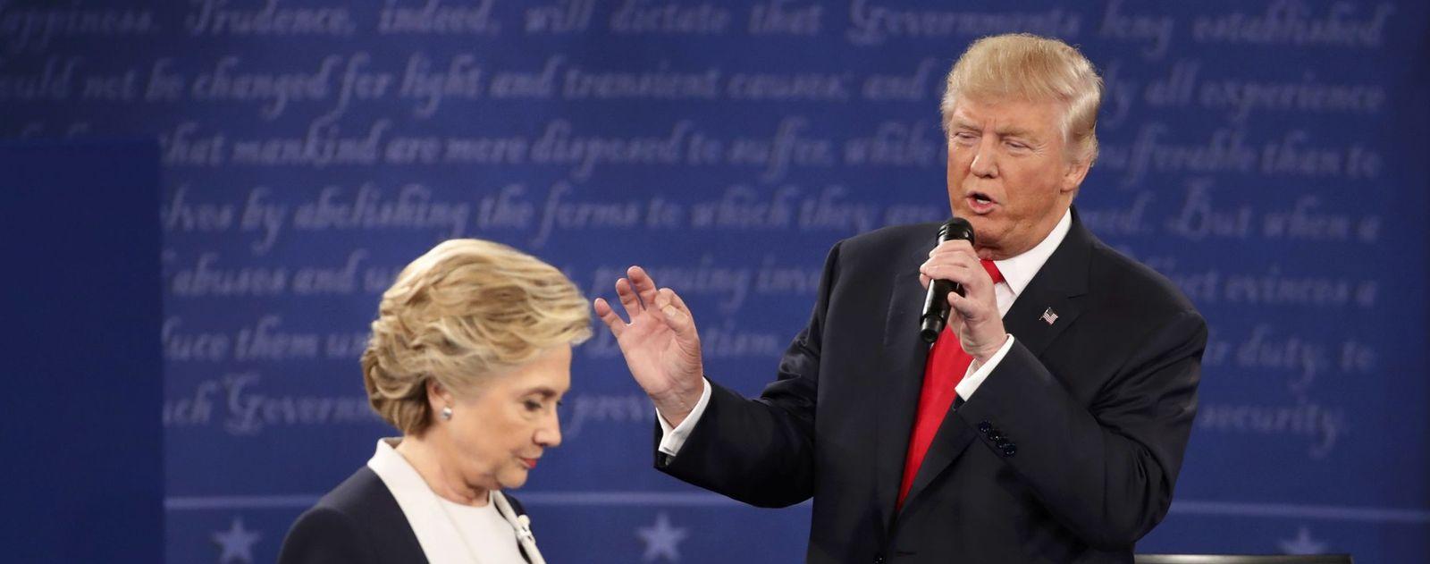 Foto: El candidato republicano, Donald Trump, mientras responde a una pregunta durante el segundo debate presidencial (Reuters).