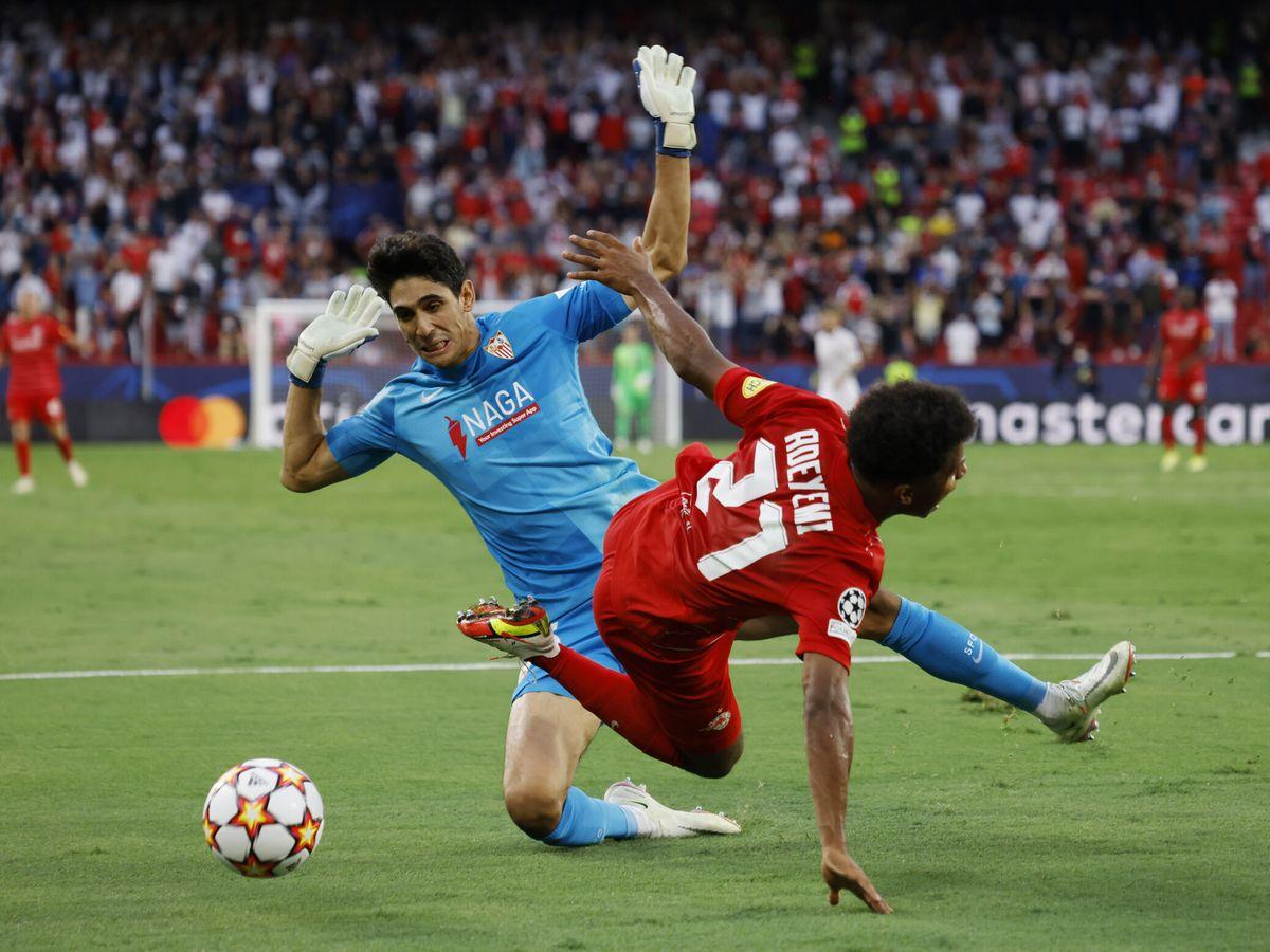 Foto: Karim Adeyemi forzó los tres penaltis que lanzó el RB Salzburgo. (Reuters)