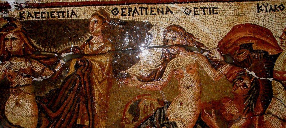 Foto: Uno de los 30 mosaicos bizantinos robados en la antigua ciudad de Apamea (Asociación para la Protección de la Arqueología Siria, APSA).