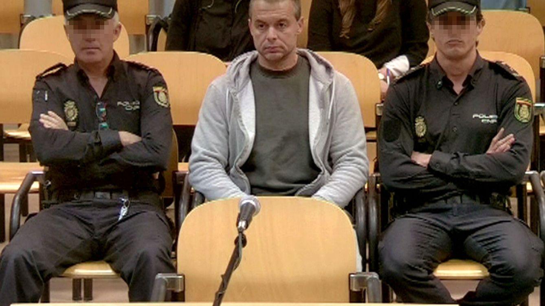 Foto: Antonio Ortiz, durante su primer día en el banquillo de los acusados de la Audiencia Provincial de Madrid. (EFE)